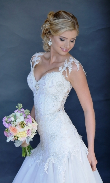 hair i come stunning bride