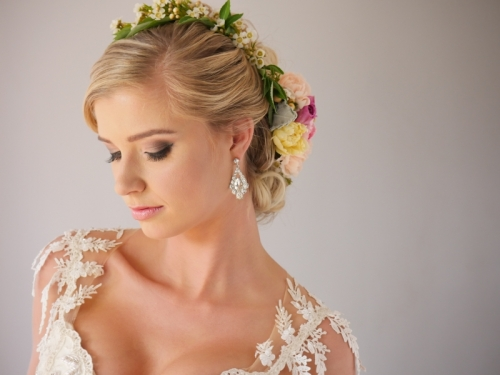hair i come flower bridal hairstyle
